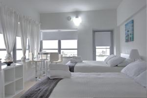 Premier Studio Apartment with Balcony and Ocean View