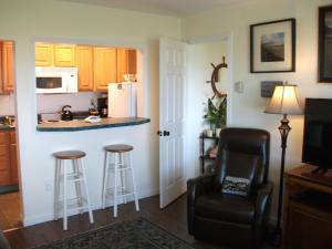 Apartment with Ocean View - Pet Friendly #103