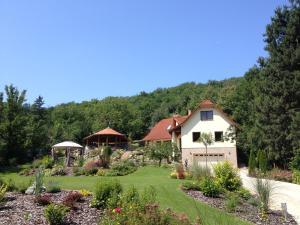 Spacious Guesthouse with Award-Winning Garden