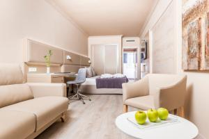 Deluxe Triple Room with Spa Access