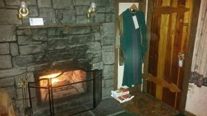 Castle Wood Theme Cottages- COUPLES ONLY, Hotels  Big Bear Lake - big - 19