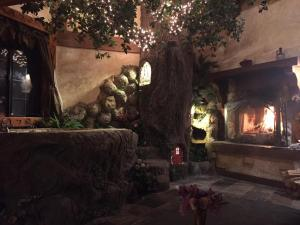 Castle Wood Theme Cottages- COUPLES ONLY, Hotels  Big Bear Lake - big - 10