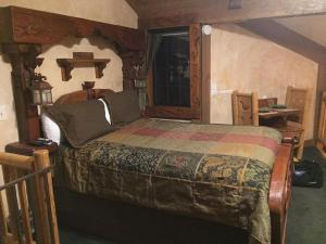 Castle Wood Theme Cottages- COUPLES ONLY, Hotels  Big Bear Lake - big - 22