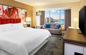 Grand Deluxe King Room - Partial Lake View