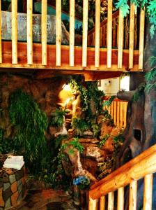 Castle Wood Theme Cottages- COUPLES ONLY, Hotels  Big Bear Lake - big - 9