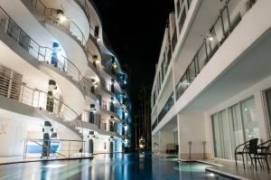 Sunset Plaza Phuket by Chanon