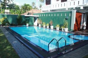 Ravindra Hotel