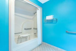 Handicapvenligt værelse med kingsize-seng - rygning er tilladt