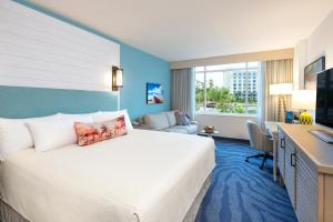 Lagoon View Room - King Bed