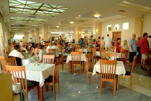 Zorbas Beach Hotel, Hotely  Tigaki - big - 23