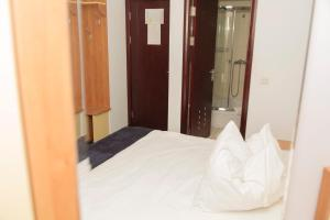 Plus Hotel, Hotely  Craiova - big - 16
