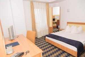 Plus Hotel, Hotely  Craiova - big - 8