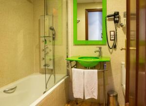 Hotel Tibur, Hotely  Zaragoza - big - 20