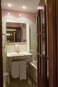 Hotel Tibur, Hotely  Zaragoza - big - 18
