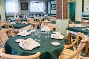 Hotel Tibur, Hotely  Zaragoza - big - 70