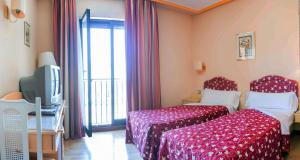 Hotel Tibur, Hotely  Zaragoza - big - 16