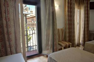 Hotel Tibur, Hotely  Zaragoza - big - 15