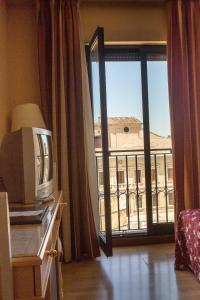 Hotel Tibur, Hotely  Zaragoza - big - 66