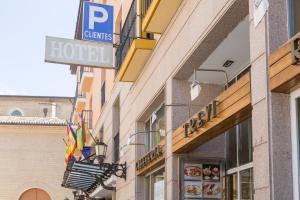 Hotel Tibur, Hotely  Zaragoza - big - 47