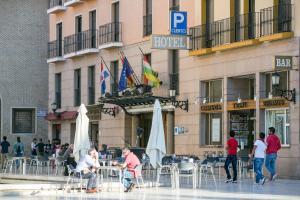 Hotel Tibur, Hotely  Zaragoza - big - 42