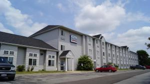 Bridgepointe Inn and Suites Toledo-Perrysburg