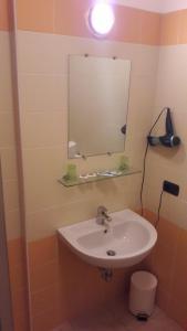 Hotel Azzurra, Hotels  Spinone Al Lago - big - 19
