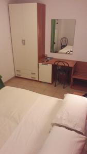 Hotel Azzurra, Hotels  Spinone Al Lago - big - 15