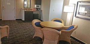 Cherry Tree Inn and Suites, Отели  Traverse City - big - 12