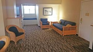 Cherry Tree Inn and Suites, Отели  Traverse City - big - 31