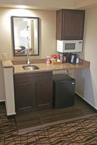Cherry Tree Inn and Suites, Отели  Traverse City - big - 32