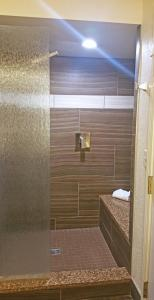 Cherry Tree Inn and Suites, Отели  Traverse City - big - 33
