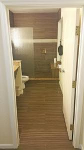 Cherry Tree Inn and Suites, Отели  Traverse City - big - 41