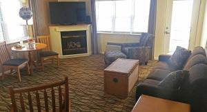 Cherry Tree Inn and Suites, Отели  Traverse City - big - 44