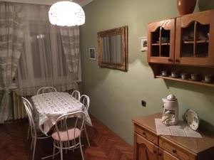 Hajnalka Apartmanház, Apartmány  Gyula - big - 21