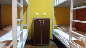 ドミトリールーム 女性用 ベッド計6台のシングルベッド1台