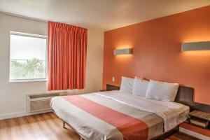 Queen Suite with Two Queen Beds - Smoking