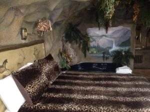 Castle Wood Theme Cottages- COUPLES ONLY, Hotels  Big Bear Lake - big - 41