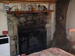 Castle Wood Theme Cottages- COUPLES ONLY, Hotels  Big Bear Lake - big - 47