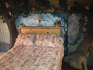 Castle Wood Theme Cottages- COUPLES ONLY, Hotels  Big Bear Lake - big - 51