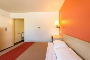 Motel 6 Reno - Virginia Plumb, Hotels  Reno - big - 5