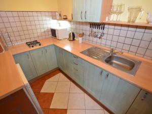 Holiday home Tuhrb, Holiday homes  Lhenice - big - 14