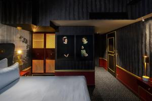 Deluxe Double Room with Street View