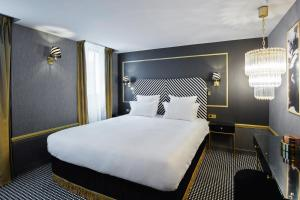 Superior Double Room with Courtyard View