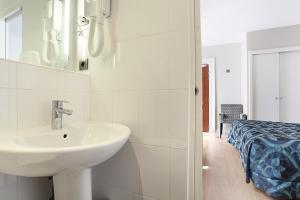 Triple Room with Bath or Shower
