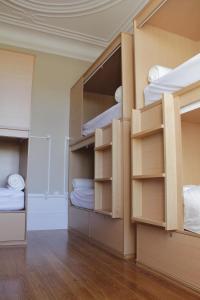 10床混合宿舍间的1个床位