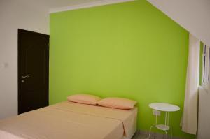 Ocean Spray, Apartments  Anse Etoile - big - 13