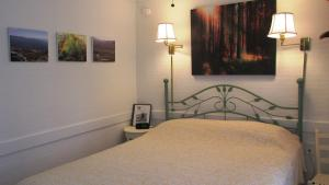Traditional Queen Room - Adults Only