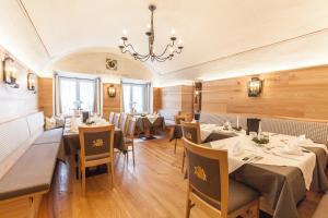 Gasthof zum goldenen Löwen, Penziony – hostince  Nauders - big - 51
