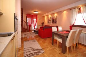 Stefan Apartment, Apartmanok  Zlatibor - big - 9