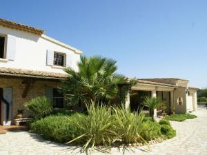Villa - Connaux, Villas  Connaux - big - 37